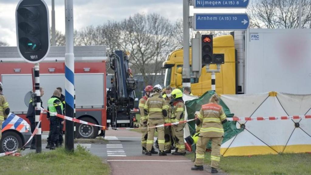 Fietser (63) komt om bij ongeluk met vrachtwagen in Oosterhout