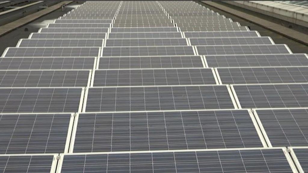 Oosterhouts bedrijf wacht op zonnepanelen van vastgelopen vrachtschip