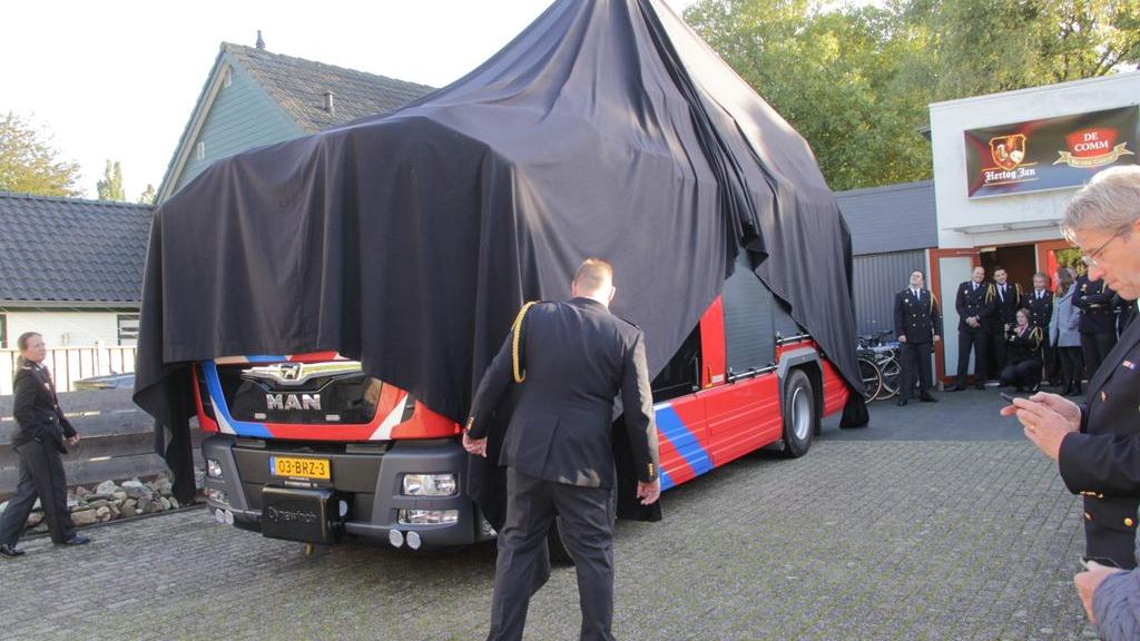 Jubilarissen en een nieuwe spuitwagen bij Brandweer Groesbeek