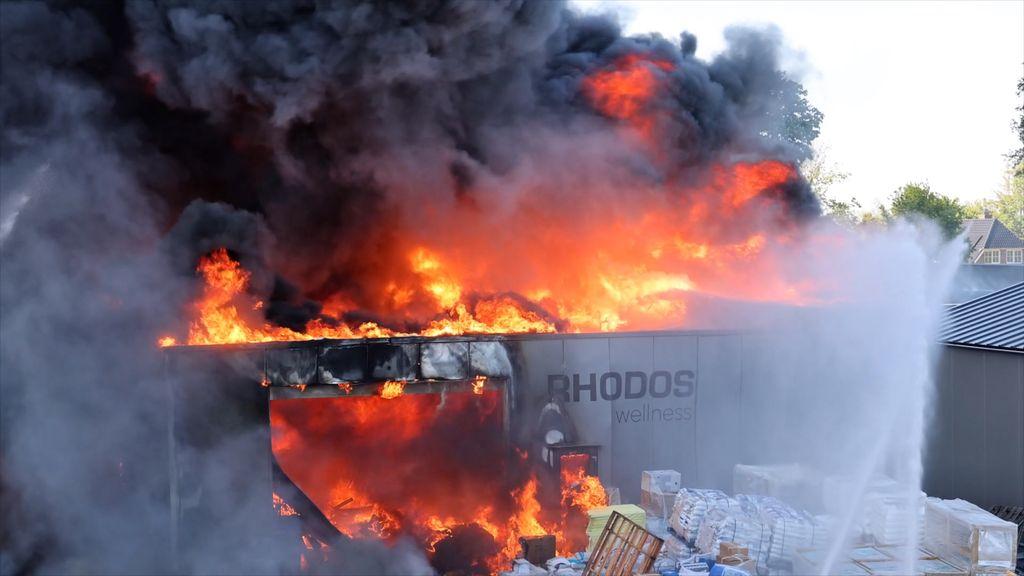 NL-Alert verzonden vanwege zeer grote brand bij zwembadenwinkel