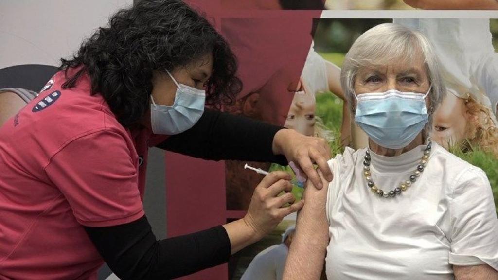 Ineens 600 extra doses vaccins geleverd, GGD vraagt ouderen snel afspraak te maken