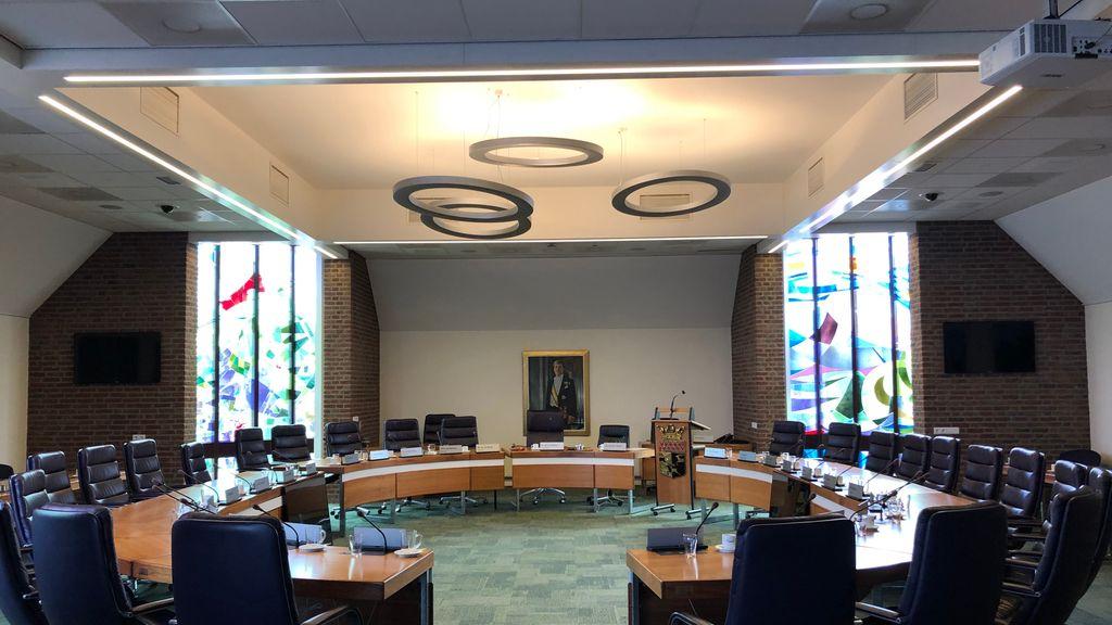 Raadszaal krijgt nieuwe apparatuur zodat storingen tot het verleden behoren