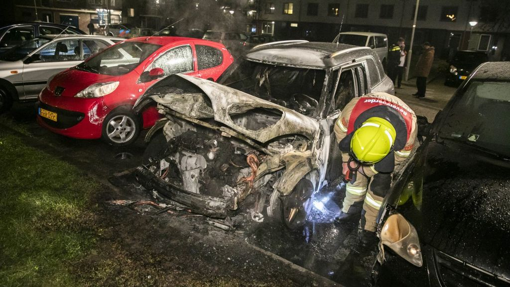 Mustafa ziet zijn auto in vlammen opgaan: 'Nog steeds in shock'