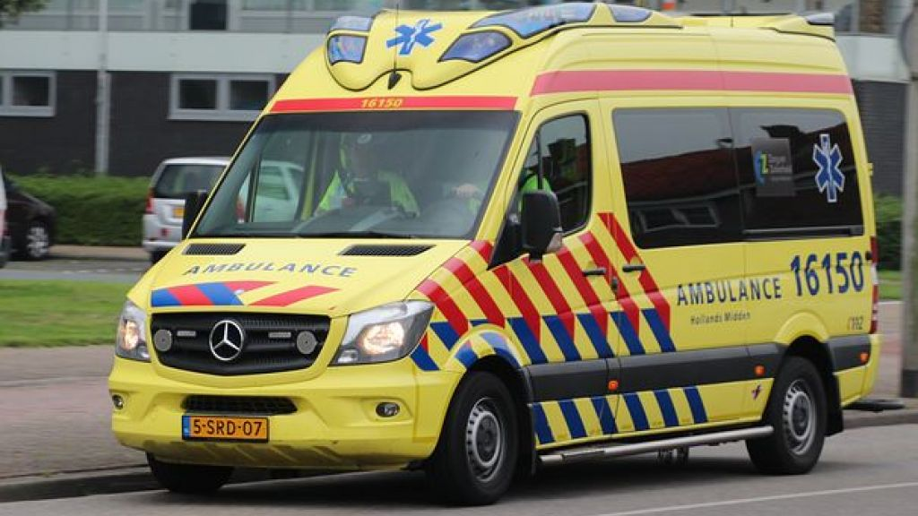 Veel schade bij verkeersongeval aan de Slotlaan in Ede