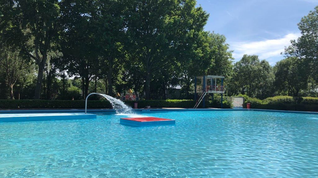 Baantjes trekken in een openluchtzwembad, het kan zaterdag weer