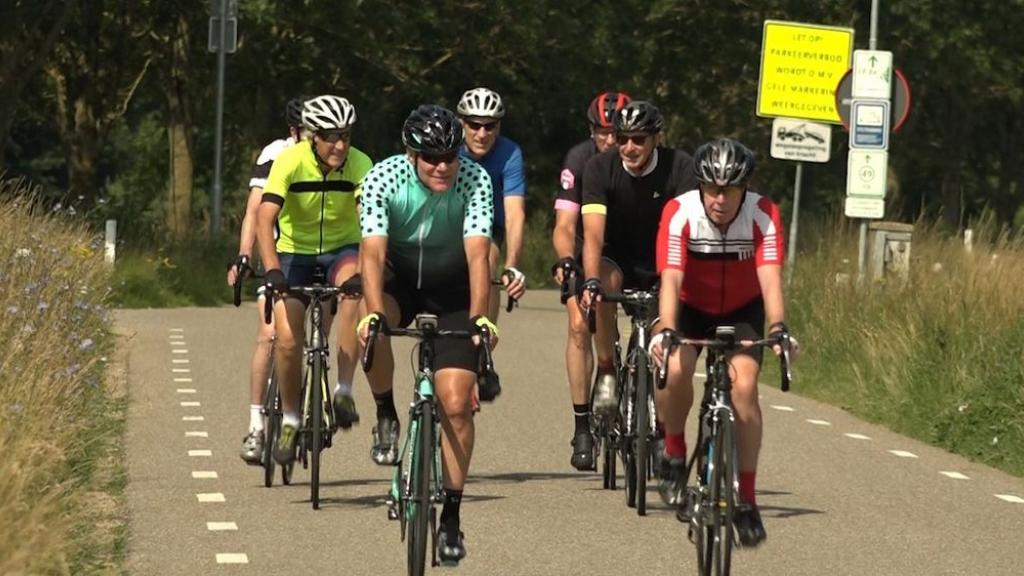 Deze wielervrienden volgen de Tour de France op de voet