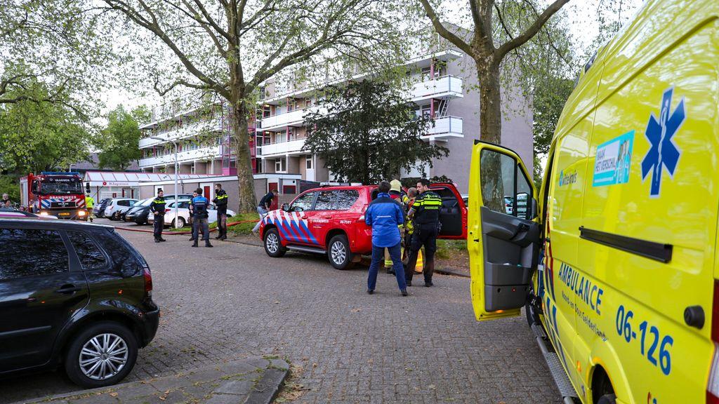 Appartementencomplex De Klaproos in Vaassen werd deels ontruimd na een gaslucht. Een bewoner werd aangehouden. Foto: Luciano de Graaf
