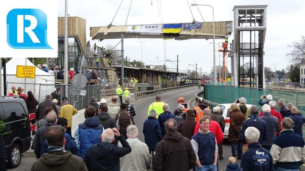 Honderden bezoekers zien plaatsing voetgangersbrug Dieren, bekijk hier de foto's