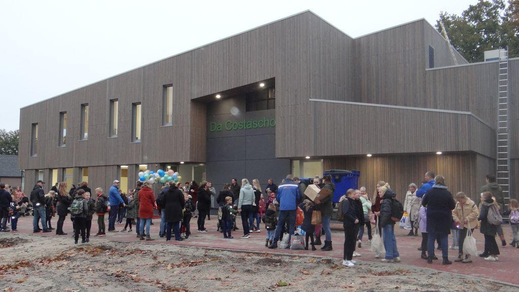 Voor het eerst naar de nieuwe Da Costaschool in Elspeet