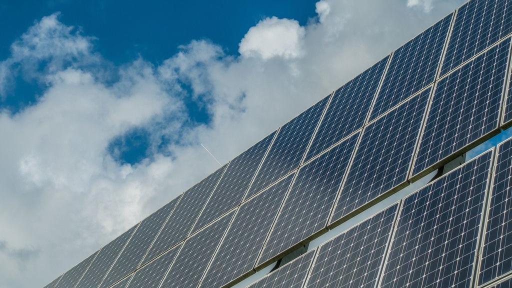 Plannen voor grootschalige zonne- en windparken voorlopig in de ijskast