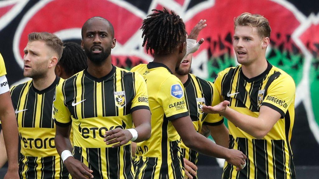 Vitesse wint verhitte derby van NEC dankzij dubieuze goal