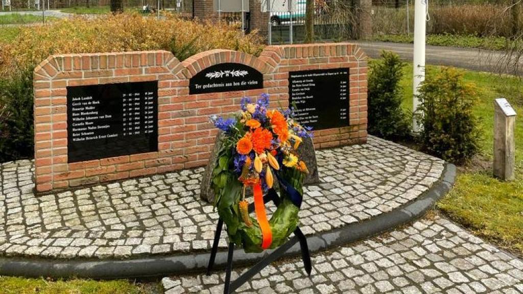 Herdenken bij oorlogsmonument in Elspeet