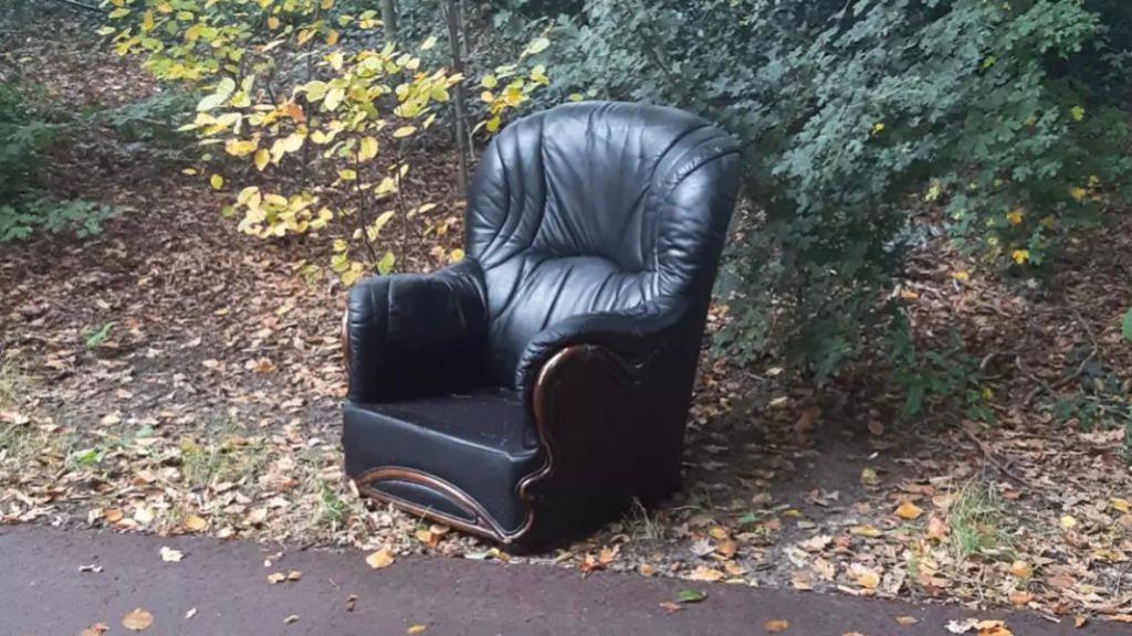 Dumper krijgt stoel terug én een bekeuring