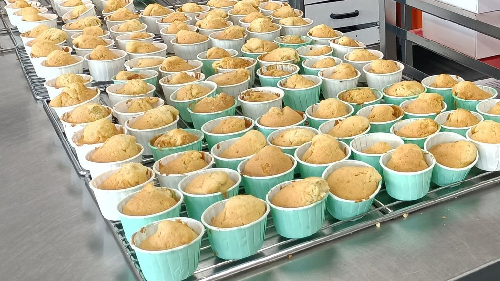 Meidenteams vv Nunspeet bakken 500 cupcakes