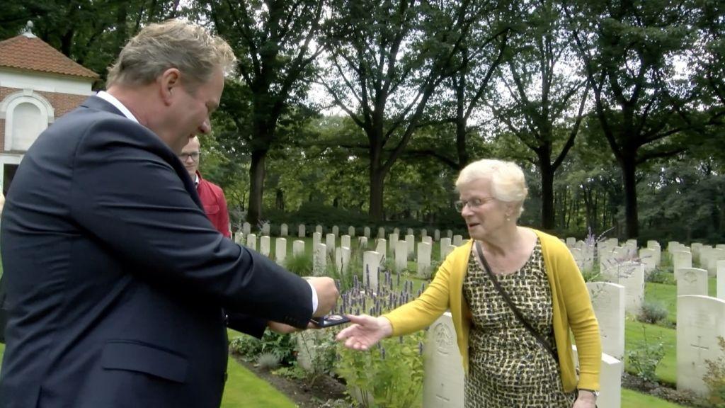Ingetogen herdenking en speciale medaille bij Airborne tocht
