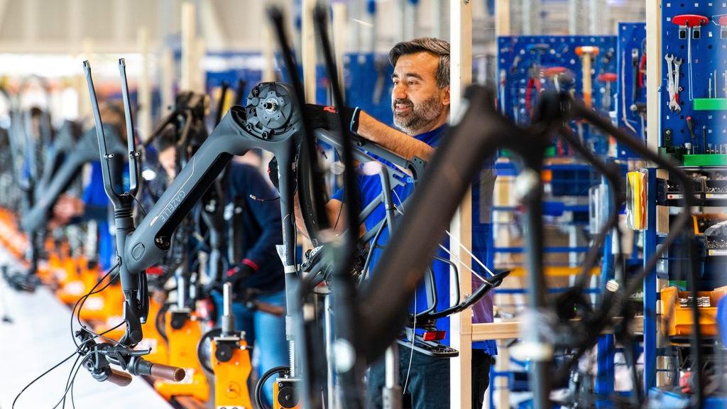 Eigenaar fietsenmerk Gazelle neemt concurrent over in miljoenendeal