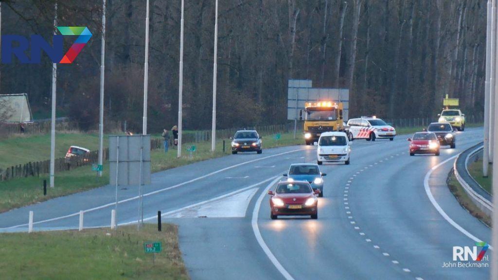 Auto belandt in sloot op A73 ter hoogte van Dukenburg