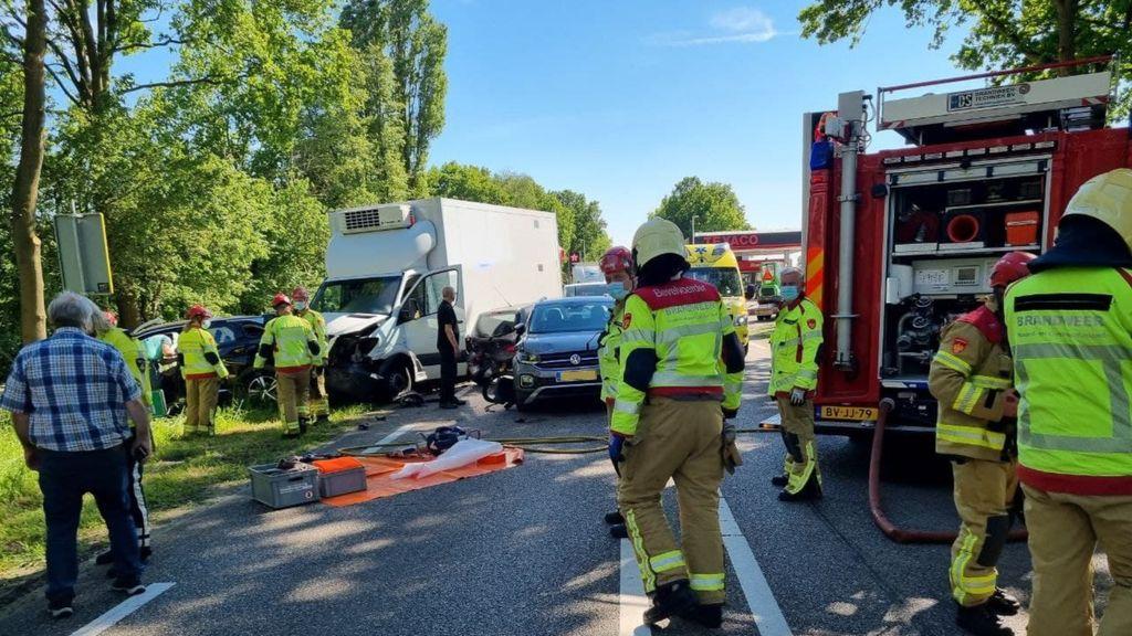 Opvallend veel zware ongelukken op de weg:  'Bij mooi weer let je minder goed op'
