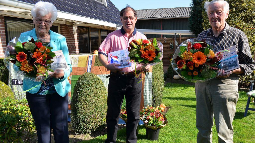 Eerste 'Broekboek' overhandigd aan oudste leden