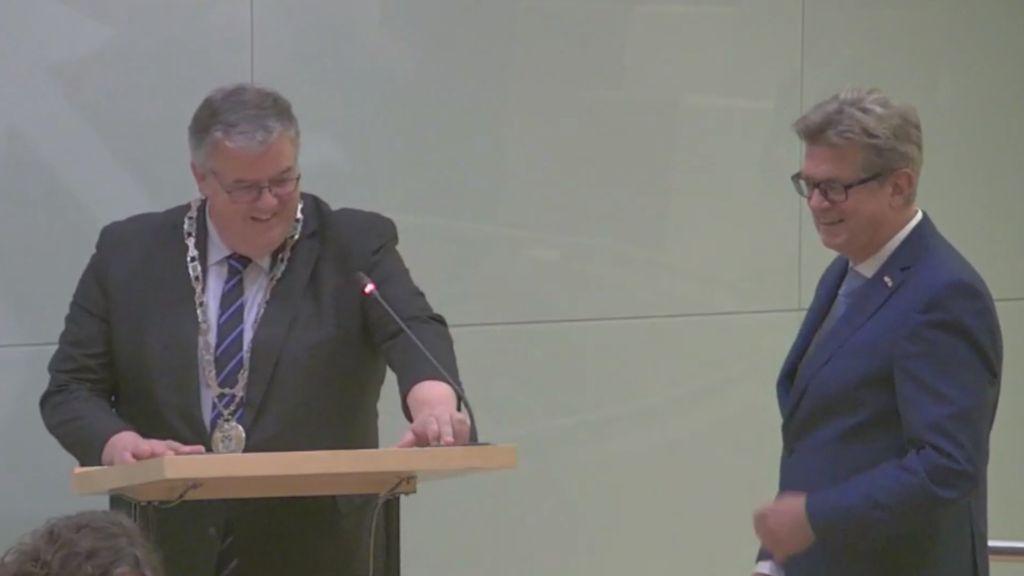 Jan Wijnia geïnstalleerd als interim-wethouder Nijmegen, Tiemens neemt afscheid