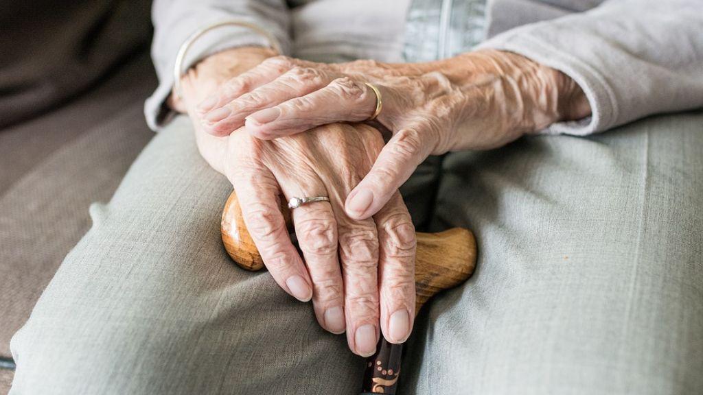 'Verborgen schaamte en taboe omtrent ouderenmishandeling'
