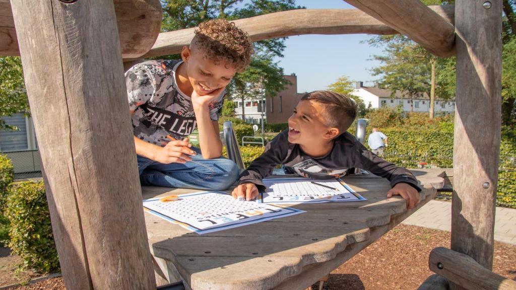 228 basisscholen in Gelderland doen mee met de Nationale Buitenlesdag