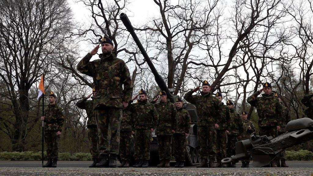 Na tien jaar bezuinigen kan Defensie eindelijk weer extra kanonnen toevoegen