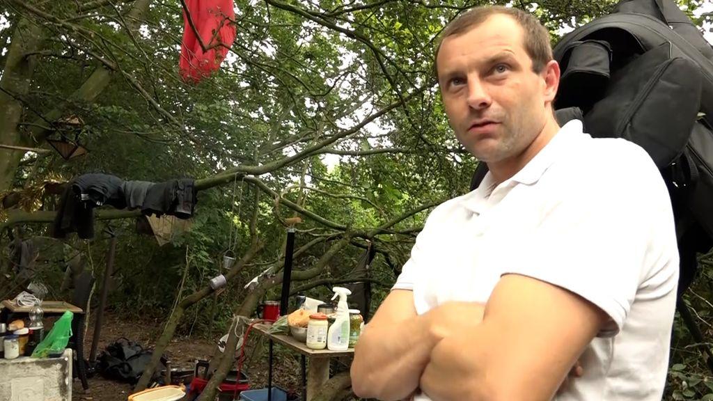 Circa zes daklozen verblijven in dit kampje in de bosjes in Tiel Foto: Omroep Gelderland