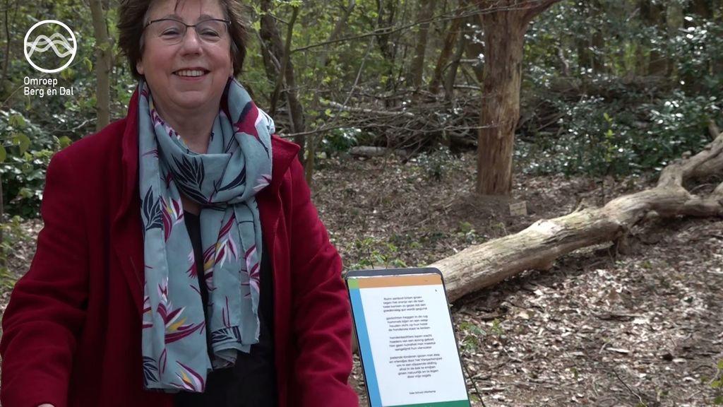 Poëzieroute in Berg en Dal geopend: 9 bankjes met gedichten