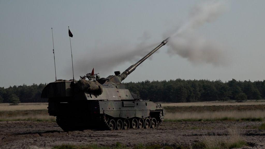 De pantserhouwitsers mochten woensdag in totaal 360 keer schieten. Foto: Omroep Gelderland