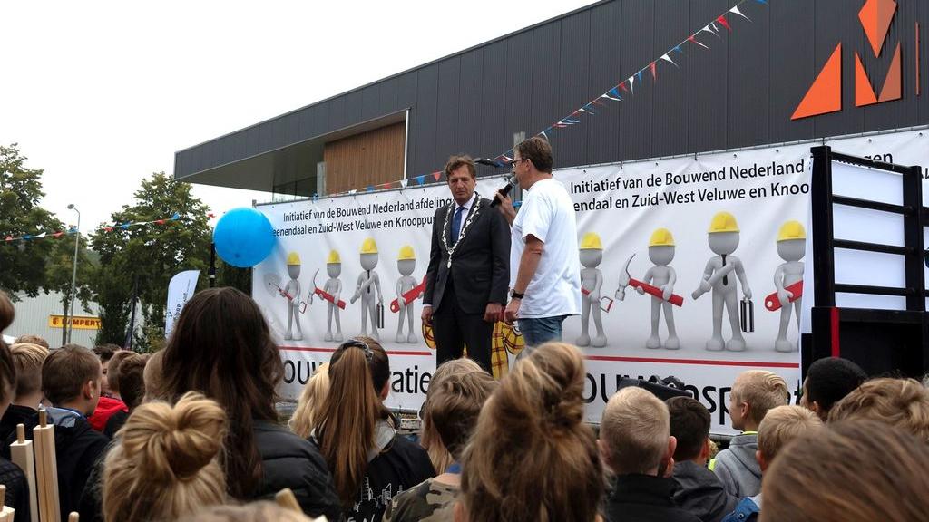 600 leerlingen maken tijdens Bouw Inspiratie Dag in Wekerom kennis met bouw en techniek