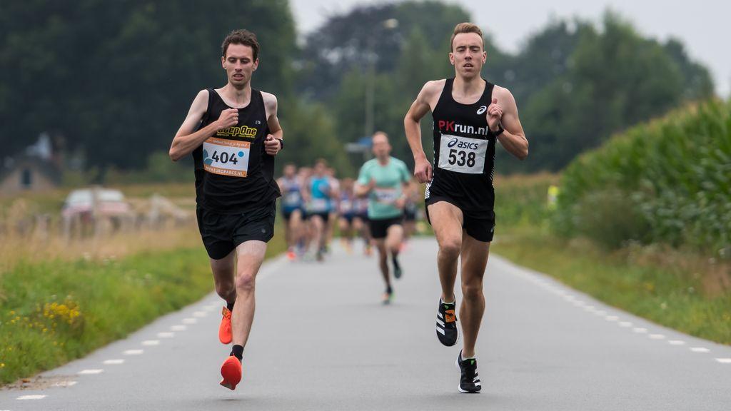 Danny Koppelman wint Wiekenloop op de tien kilometer