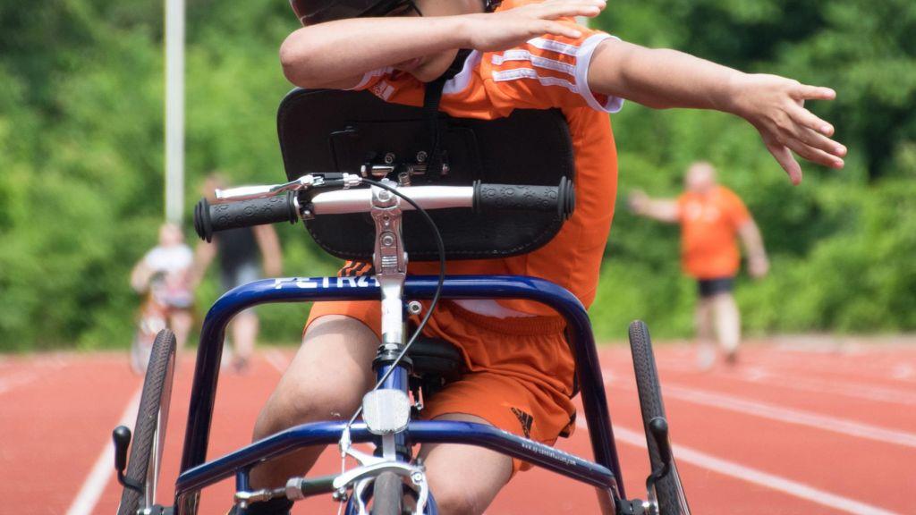 Racerunning : De sport die je laat rennen als lopen moeilijk gaat