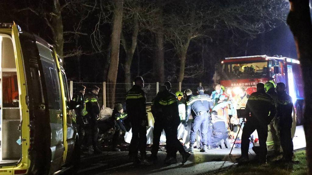 Na lange achtervolging raakt auto van de weg, bestuurder (18) zwaargewond
