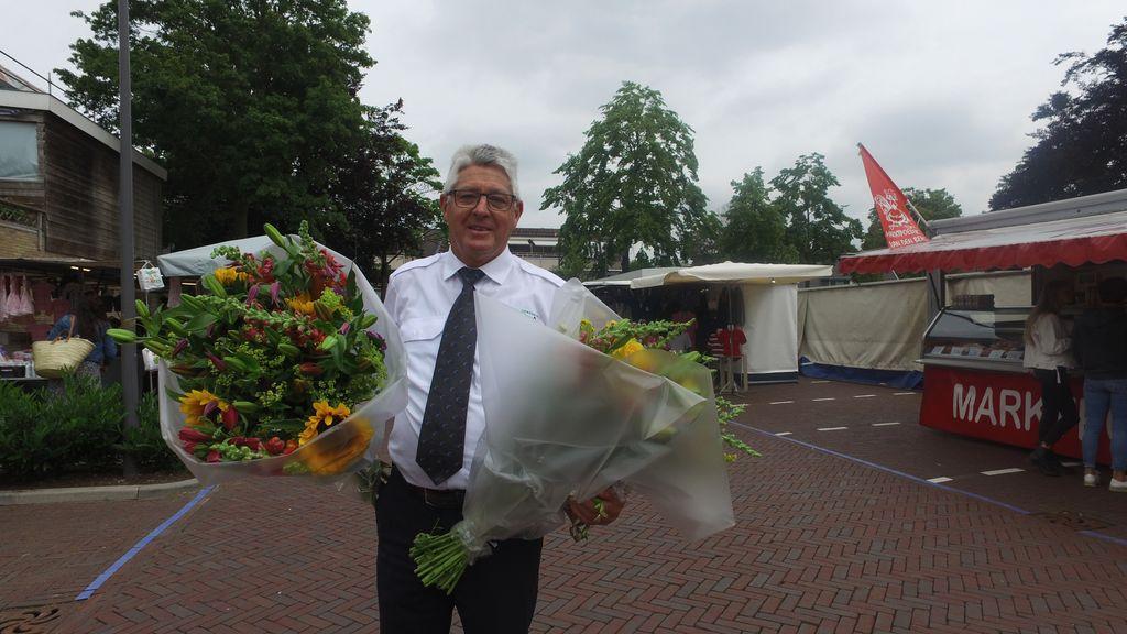 Henk de Zwaan neemt afscheid als marktmeester  Foto: RTV Nunspeet