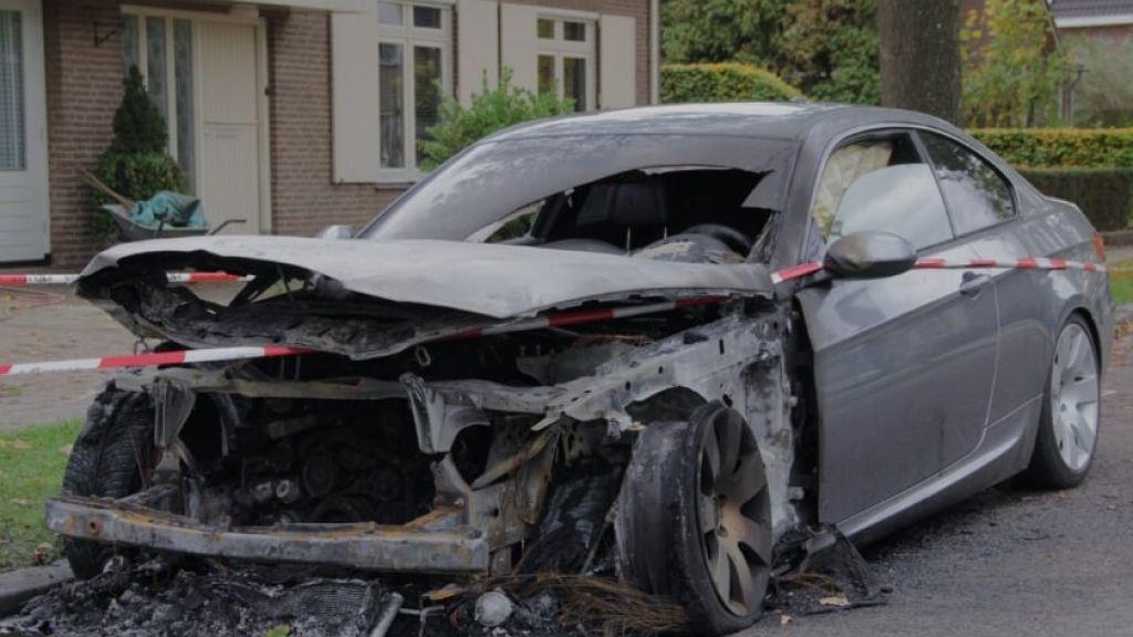 Auto in brand gestoken in Millingen