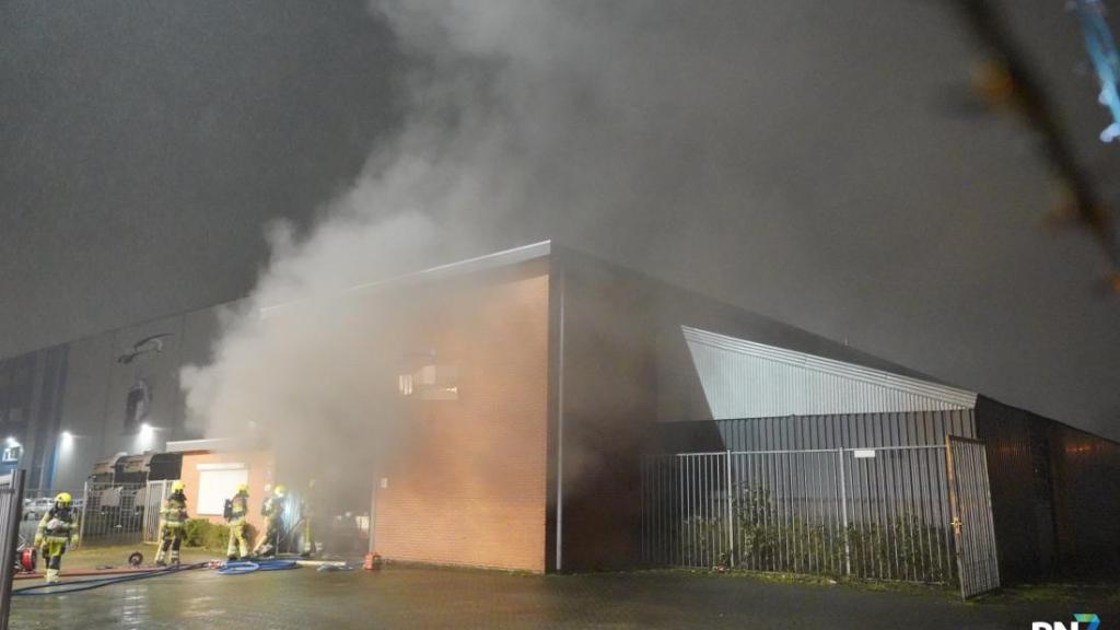 Afvalcontainer oorzaak van brand in machinefabriek