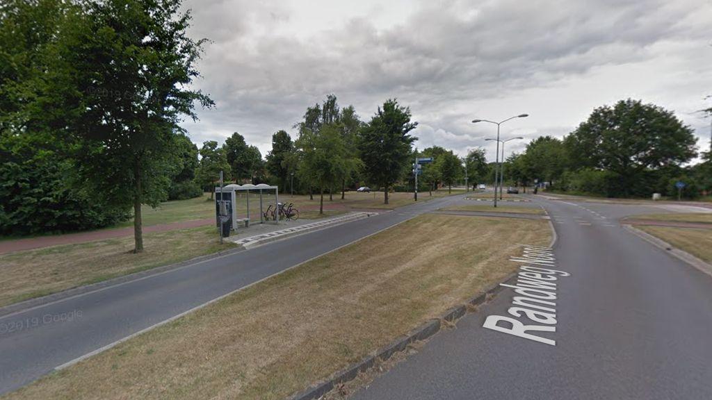 Volgens de nieuwe dienstregeling doet lijn 13 deze halte aan de Randweg-Noord in Wijchen niet meer aan. Foto: Google Street View