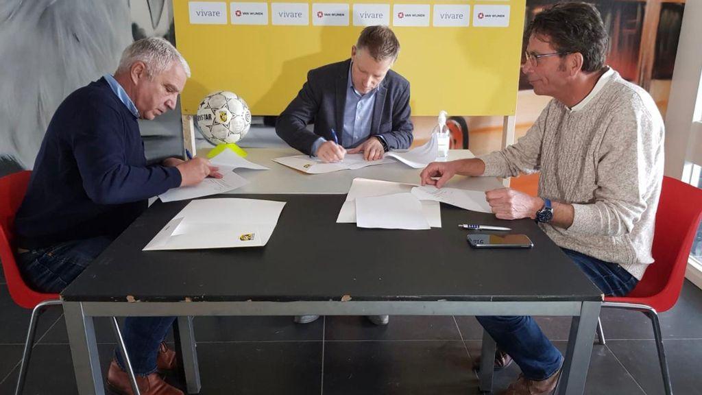 Vitesse laat jongeren voetballen op Gelderseplein