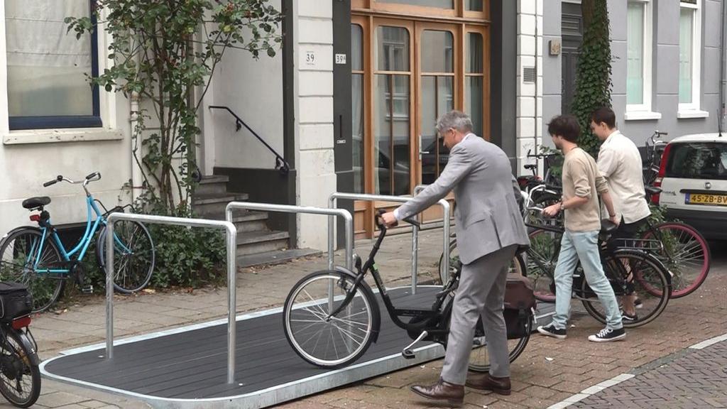 'Eerste Gelderse fietsvlonder', fietsenrekken in ruil voor een autoplek