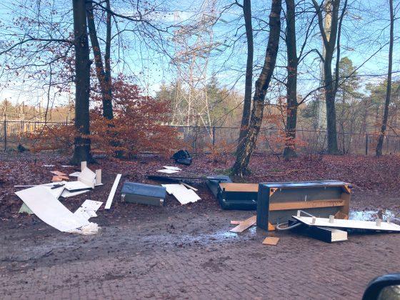 Afval gedumpt in bosgebied van Harderwijk