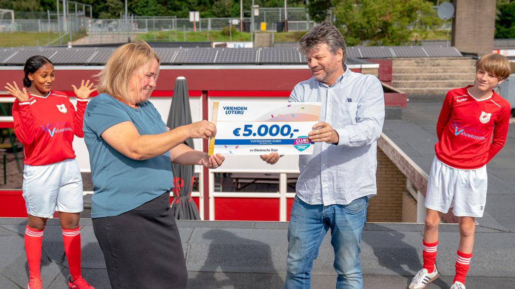 VriendenLoterij steunt Dierensche Boys uit Dieren met 5.000 euro