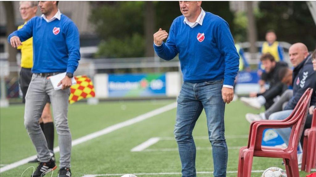Trainer Henri Brink stopt bij vv Hierden