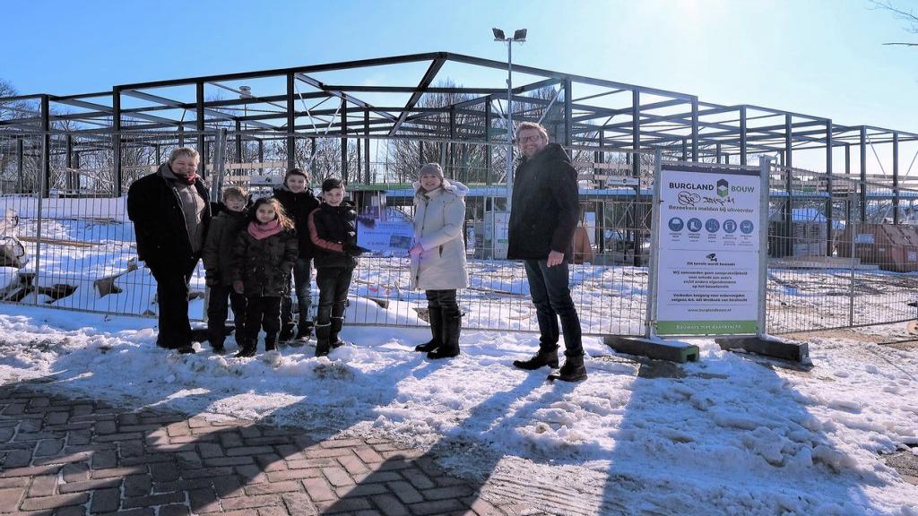 Twee scholen in Rhenen ontvangen cheque voor groen schoolplein