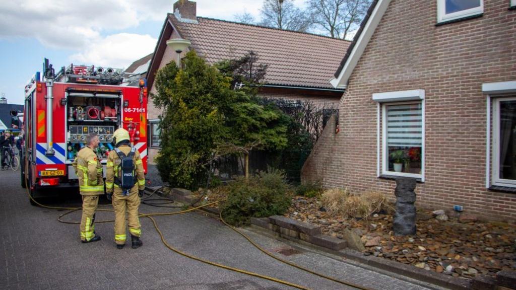 Gasbrander zorgt voor brand in heg