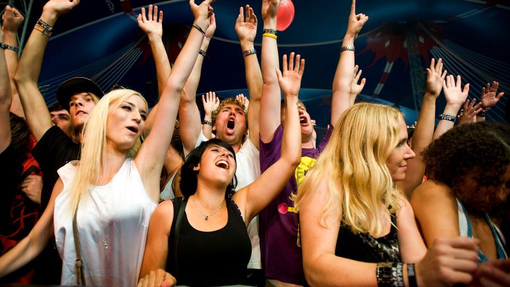 Kabinet: meerdaagse festivals gaan niet door, alle EU-landen gaan op geel