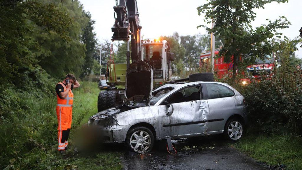 Jeroen redt automobilist met graafmachine uit sloot: 'Dat moet je gewoon doen'