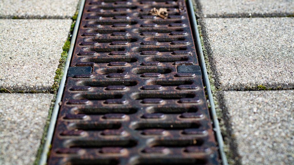Afvoerput in de straat Foto: Pixabay