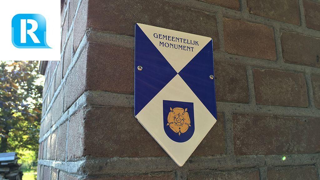 Eerste monumentenschildje in Rozendaal opgehangen