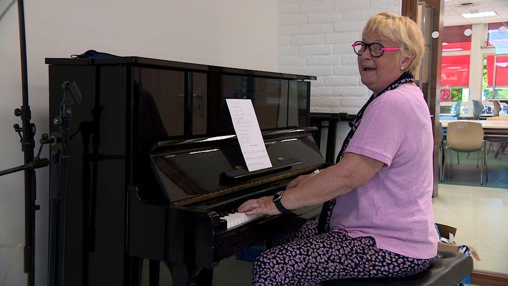 Jenny lag 52 dagen in coma en wil niets liever dan weer zingen met haar koren